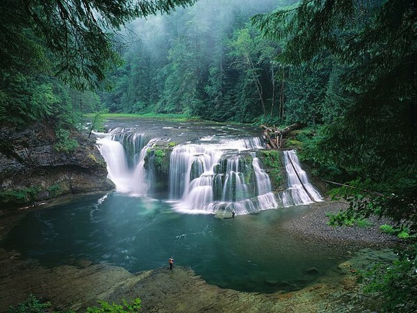 Lower Lewis River Falls, Gifford Pinchot National Forest in Washington, USA