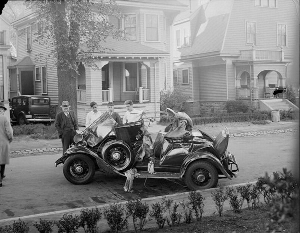 Car crashes from 30's